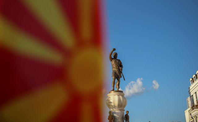 Predstavniki Zahoda prepričujejo Makedonce, naj podprejo grško-makedonski sporazum o spremembi imena države. FOTO: Reuters