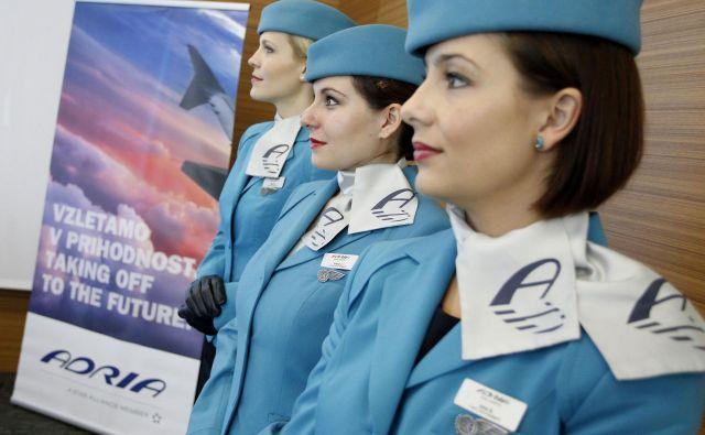 Potniki so opozarjali, da se je letalo iz Ljubljane v Bruselj spotoma ustavilo še v Amsterdamu, kjer so se vkrcali novi potniki. Ali pa je letalo iz Münchna na poti v Slovenijo pobralo še potnike v Pragi. FOTO: Leon Vidic/Delo