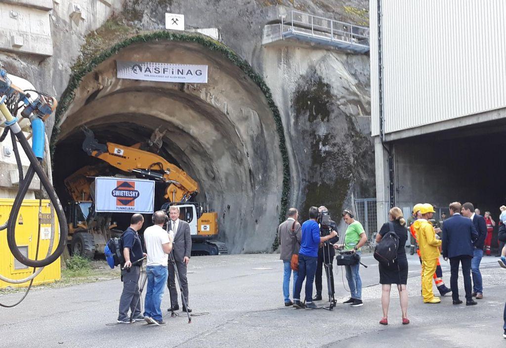Foto: Avstrijci začeli kopati drugo cev Karavank