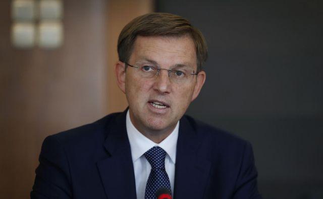 Na pridobljene dokumente o pravnem mnenju evropske komisije se je odzval minister Miro Cerar. FOTO: Leon Vidic/Delo