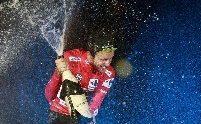 Zmagovalni šampanjec Simona Yatesa v Madridu. FOTO: AFP