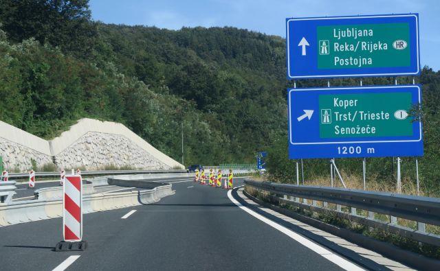 Zaradi rušenja cestninske postaje Nanos bo promet moten. FOTO: Dars
