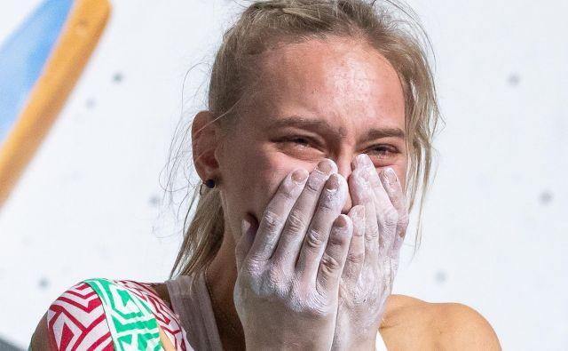 Janja Garnbret kljub uspehom ostaja skromna in preprosta. FOTO: Johann Groder/AFP