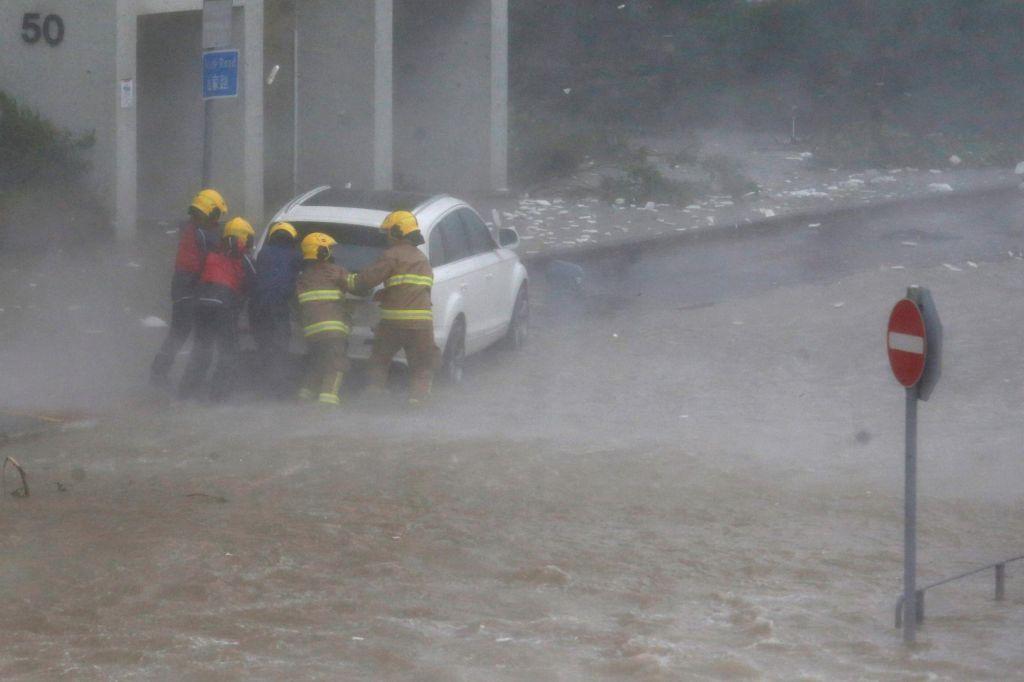 FOTO:Smrtonosni tajfun dosegel kitajsko obalo (FOTO in VIDEO)