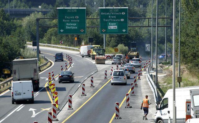 Pri avtocestnih projektih strošek asfalta predstavlja približno deset odstotkov. FOTO: Matej Družnik/Delo