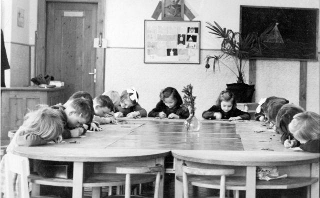Otroški vrtec Stanežiče v letu 1953. Foto Fototeka Slovenski šolski muzej
