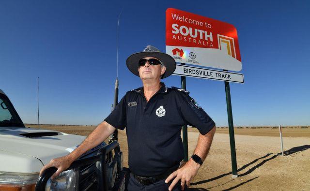 Edini policist na za skoraj pet Slovenij velikem območju divjine AvstralijeStephan Pursell. FOTO: AFP