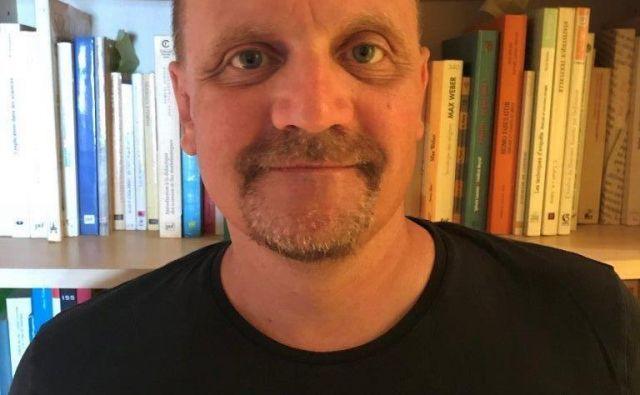 Sociolog Vitale Philippe je predsedoval komisiji strokovnjakov, ki so se po naročilu francoske države dve leti poglabljali v dokumentacijo o otrocih z Reuniona.FOTO: Osebni arhiv