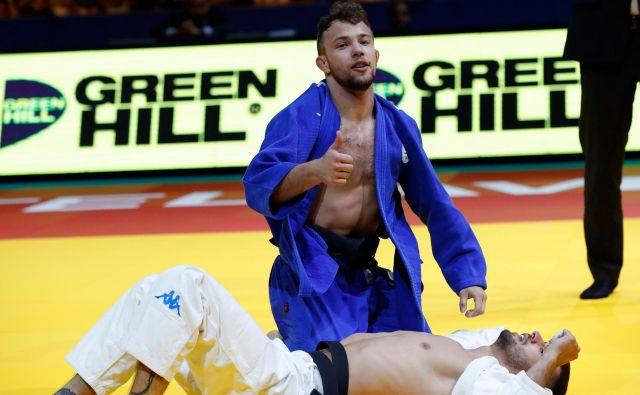 Adrian Gomboc (v modrem kimonu) se je takole konec aprila v Tel Avivu veselil naslova evropskega prvaka v judu. FOTO: AFP