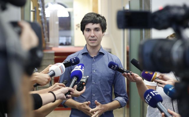 Luka Mesec naj bi svet stranke obvestil, da sporazuma o sodelovanju s Šarčevo vlado zaradi imenovanja Črnčeca ne bodo podpisali. FOTO: Leon Vidic/Delo