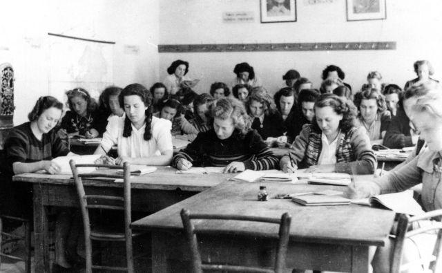 Prvi letnik na enoletni vzgojiteljski šoli v Ljubljani, v šolskem letu 1946/47. Foto Fototeka Slovenskega šolskega muzeja
