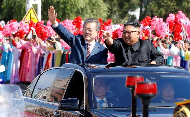 V Pjongjangu sta se sestala voditelja obeh Korej, Kim Džong Un in Mun Dže In. FOTO: Reuters