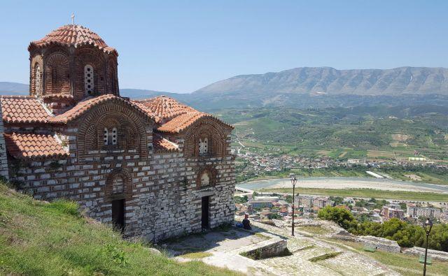Pogled na Berat s cerkvice sv. Trojice. FOTO: Boris Šuligoj
