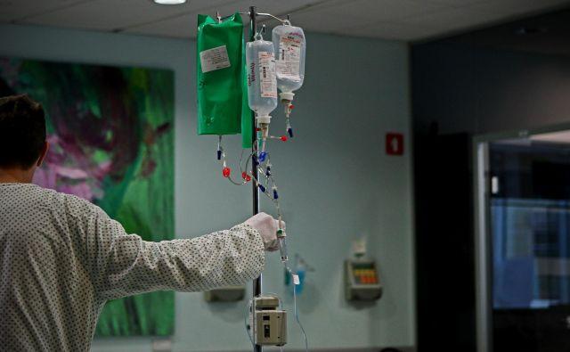 V zadnjem desetletju se število rakavih obolenj povečuje za odstotek do dva na leto.Foto Blaž Samec