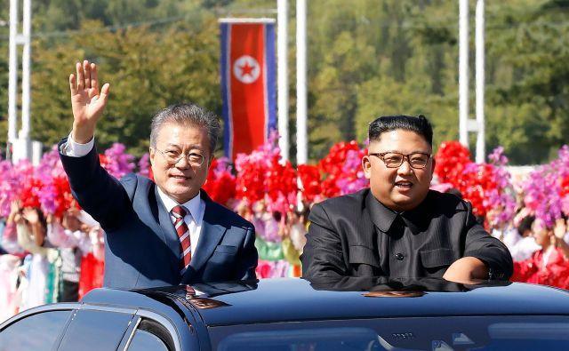 Južnokorejski predsednik Mun Dže In je danes prispel v Severno Korejo, kjer bo do četrtka potekal tretji vrh Korej. FOTO: AFP