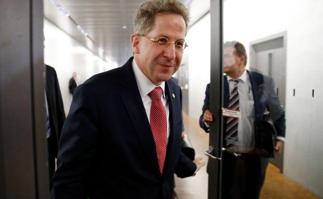 Sporni predsednik urada za zaščito ustave Hans-Georg Maaßen,ki je razburil s podcenjevanjem skrajno desničarskih divjanj v vzhodnonemškem Chemnitzu in stiki z nacionalistično Alternativo za Nemčijo, odhaja s svojega položaja.FOTO: Odd Andersen/Afp