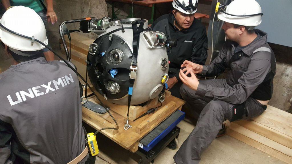 FOTO:Globoko v idrijsko rudniško podzemlje se je potopil avtonomni robot