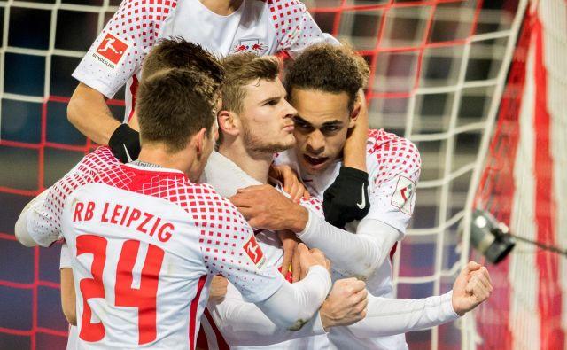 Kevin Kampl (zgoraj) meri visoko tudi v evropski ligi, podobno kot njegova soigralcaTimo Werner in Yussuf Poulsen.