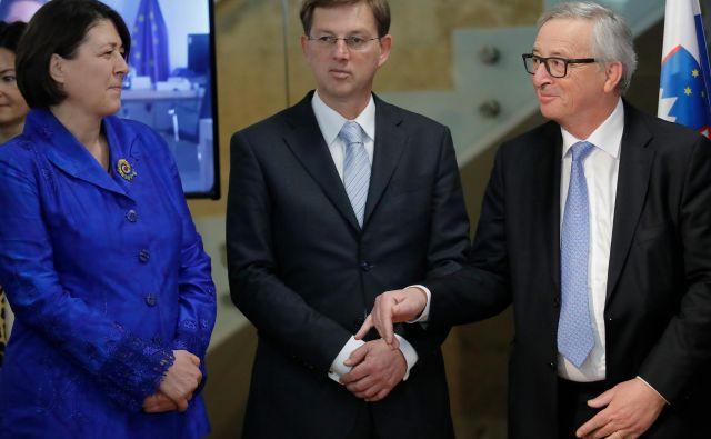 Violeta Bulc, evropska komisarka, Miro Cerar, nekdanji predsednik vlade Republike Slovenije, in Jean-Claude Juncker, Ljubljana, 3. marca 2017. FOTO: Uroš Hočevar/Delo