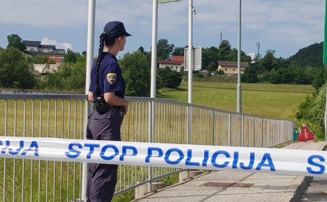 Nesreča se je zgodila dobrih dvesto metrov pred mejnim prehodom Šentilj. FOTO: Pu Maribor