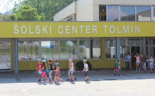 Nazadnje je tolminska osnovna šola tri oddelke prvošolcev napolnila pred petimi leti. Foto Blaž Močnik