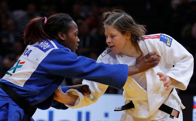 Tina Trstenjak in Clarisse Agbegnenou sta stari znanki s tatamijev. FOTO: Reuters