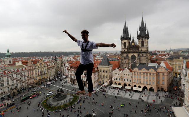 Čehi najbolje lovijo ravnovesje med polno zaposlenostjo in rastjo plač. FOTO: Reuters