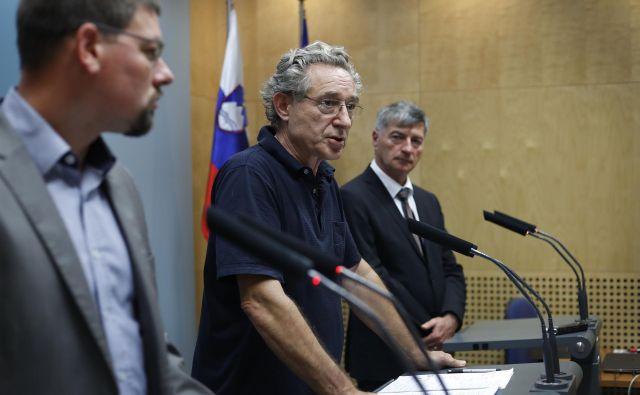 Sindikalista Jakob Počivavšek in Branimir Štrukelj ter novi minister Rudi Medved morajo dogovor skleniti do konca leta. FOTO: Leon Vidic/Delo
