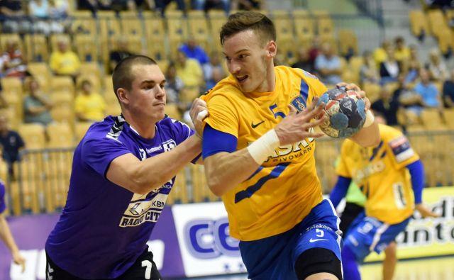 Jaka Malus (ob njem Andris Celminš) je s Celjani vpisal dve točki proti Mariboru. FOTO: Slavko Kolar