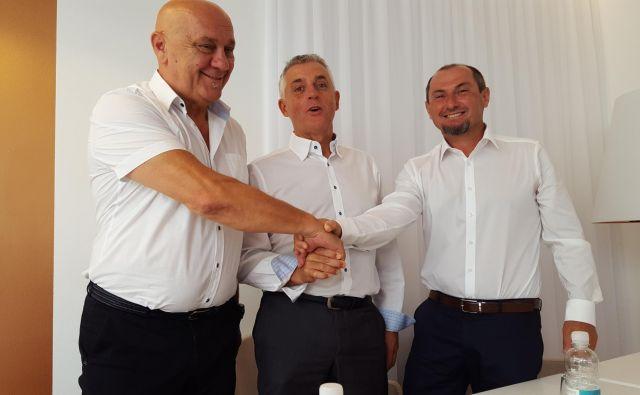 Tomaža Gantarja (v sredini) sta pri kandidaturi za piranskega župana podprla Robert Fakin in Gašpar Gašpar Mišič, ki so ju pred tem omenjali kot možna županska kandidata. FOTO:Boris Šuligoj