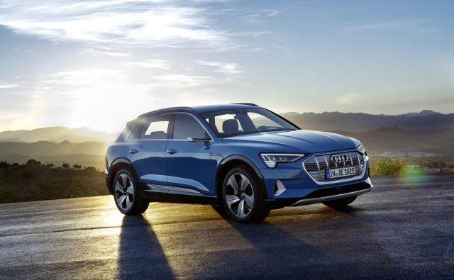 E-tron je prvi od treh električnih audijev, ki jih bodo pripravili do leta 2020. Audi pričakuje, da bo imel do leta 2025 tretjino povsem električnih avtomobilov. FOTO: Audi