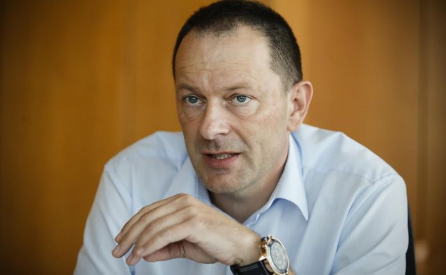 Uroš Novak predlaga slovenskim in evropskim poslancem, naj se zavzamejo za protikorupcijski organ, ki bo bdel nad delom Evropske komisije. FOTO Uroš Hočevar/Delo