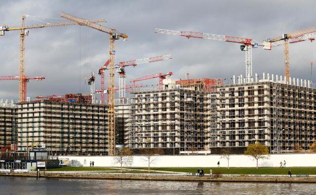 V nemški prestolnici, ki doživlja pravi razcvet priseljevanja, se najemnine in cene nepremičnin vzpenjajo v nebo, enako ali pa še bolj v Hamburgu in Münchnu ter v drugih nemških velemestih.Foto: Hannibal Hanschke/Reuters