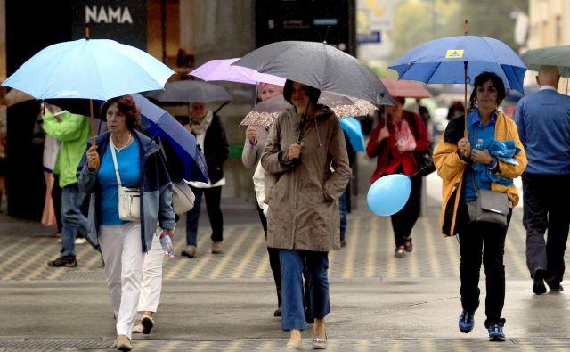 Ob svetovnem dnevu alzheimerjeve bolezni so po vsej državi potekali sprehodi za spomin, tudi v Ljubljani, ki velja za do demence prijazno mesto, so se ga mnogi udeležili v soboto. FOTO: Roman Šipić