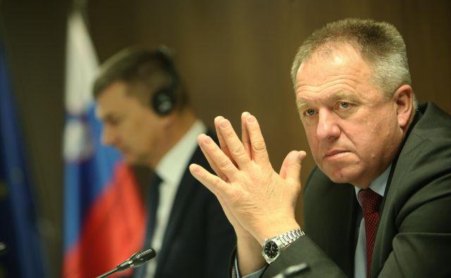 Gospodarski minister Zdravko Počivalšek je prosil svojo stranko SMC naj se skuša dogovoriti s SD. Foto Jure Eržen