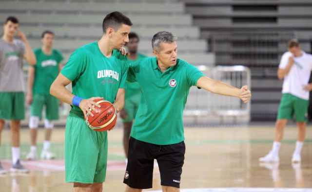 Zoran Martič (desno) bo imel v ponedeljek na voljo spočito zasedbo Petrola Olimpije.