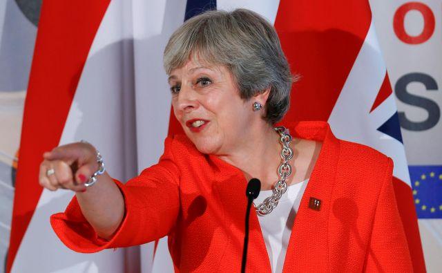 Britanska premierka Theresa May ugotavlja, da ji Bruselj ponuja le dve nesprejemljivi izbiri za prihodnje odnose. FOTO: Reuters