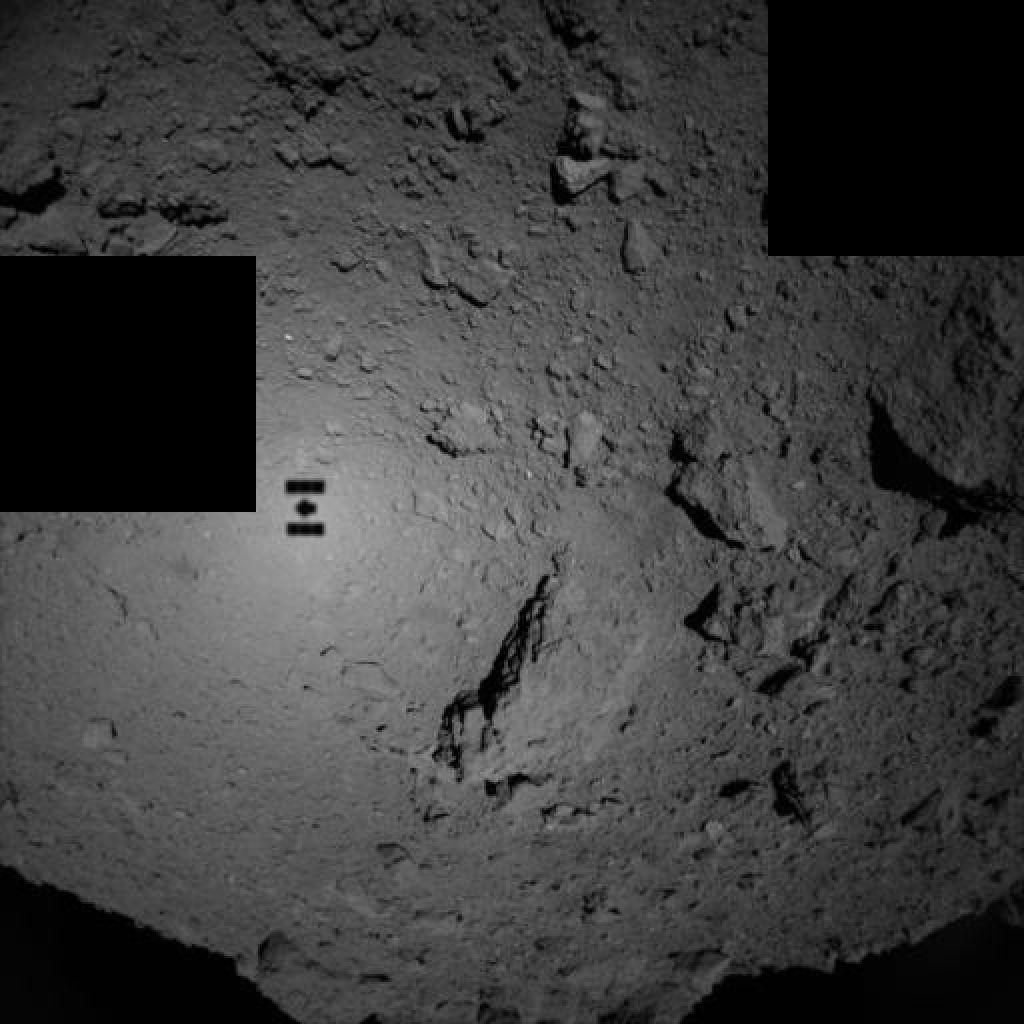 Vznemirljivo dogajanje daleč stran od nas: robotska roverja pristajata na asteroidu