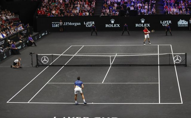 Kevin Anderson (zgoraj) je z zmago nad Novakom Đokovićem pripravil doslej največje presenečenje na turnirju. FOTO: Kamil Krzaczynski/AP