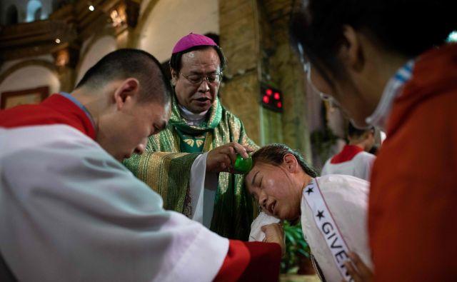 Kitajski katoličani so za zdaj razdeljeni na uradno in »tiho« cerkev, ki se je upirala temu, da je bilo Svetemu sedežu prepovedano imenovati škofe.<br /> FOTO: AFP