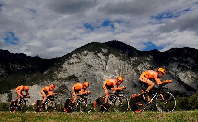 Več kot 62 kilometrov dolg ekipni kronometer je bil velik zalogaj za vse, tudi za Tratnikovo ekipi. FOTO: Reuters