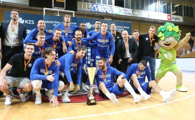 Košarkarji Sixta Primorske so prvič osvojili slovenski superpokal. Foto Tomi Lombar