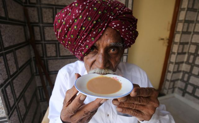 Prvi oktober je resda postal mednarodni dan kave, vendar imajo številne države svoj praznik te pijače.FOTO: Amit Dave/Reuters