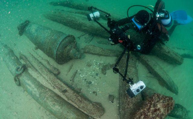 Pred obalo Portugalske so našli razbitino ladje, ki je potonila pred 400 leti. FOTO: Augusto Salgado/Cascais City Hall/Reuters