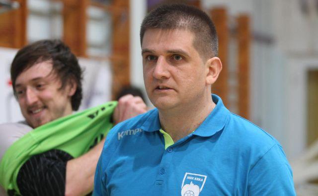 Trener Krke Mirko Skoko in kapetan David Didovič (zadaj) sta si po zmagi proti Celju v superpokalu obetala boljše nadaljevanje sezone.FOTO: Igor Zaplatil