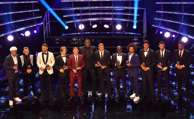 Med fotografiranjem najboljših je bilo močno pogrešati Lionela Messija in Cristiana Ronalda. Njuno odsotnost v Londonu so mnogi na čelu z vodstvom FIFA razumeli kot nespoštovanje do kolegov in užaljenost, ker nista osvojila nobenega od priznanj. Foto AFP