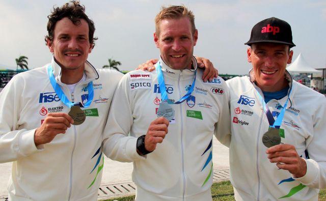 Anže Berčič, Benjamin Savšek in Luka Božič so se iskreno veselili srebra na SP.<br /> FOTO: Nina Jelenc/KZS
