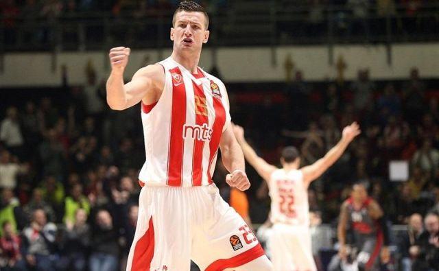Alen Omić je rdeče-beli dres Crvene zvezde zamenjal za modrega Budućnosti. FOTO: liga ABA