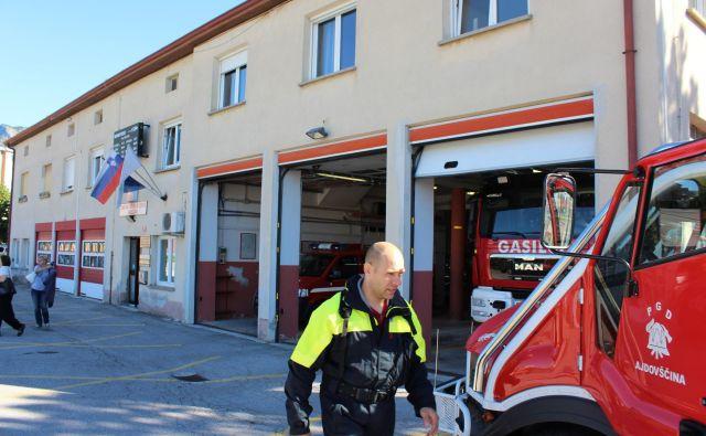 Ajdovska poklicna gasilska enota je ena od treh slovenskih izjem glede na zahtevano minimalno število gasilcev. Foto Blaž Močnik