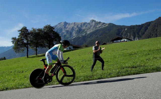 Jan Tratnik je 52,1 kilometra dolgo progo premagal s povprečno hitrostjo 45,5 km/h. Foto Reuters